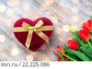 Купить «close up of red tulips and chocolate box», фото № 22225086, снято 3 марта 2015 г. (c) Syda Productions / Фотобанк Лори