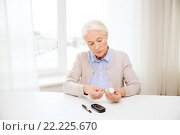 Купить «senior woman with glucometer checking blood sugar», фото № 22225670, снято 10 июля 2015 г. (c) Syda Productions / Фотобанк Лори