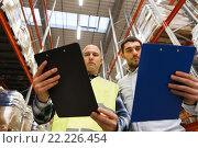 worker and businessmen with clipboard at warehouse. Стоковое фото, фотограф Syda Productions / Фотобанк Лори