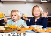 Купить «Girls eating pastry dessert», фото № 22238954, снято 14 декабря 2018 г. (c) Яков Филимонов / Фотобанк Лори