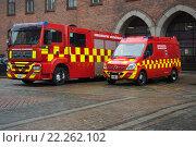 Купить «Два пожарных автомобиля муниципальной пожарной службы. Копенгаген», фото № 22262102, снято 1 ноября 2014 г. (c) Виктор Карасев / Фотобанк Лори