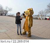 Купить «Ростовая кукла медведя в городе», фото № 22269014, снято 13 марта 2016 г. (c) Корнилова Светлана / Фотобанк Лори