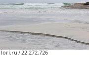 Купить «Small Clear Stream flowing into Sea», видеоролик № 22272726, снято 16 марта 2016 г. (c) Юрий Брыкайло / Фотобанк Лори