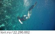 Купить «Мужчина под водой», видеоролик № 22290002, снято 20 января 2016 г. (c) Андрей Армягов / Фотобанк Лори
