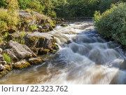 Купить «Летний пейзаж на бурной порожистой реке в Карелии на Ладоге. Порог Асиланский на реке Асиланйоки на длинной выдержке», фото № 22323762, снято 10 августа 2015 г. (c) Горшков Игорь / Фотобанк Лори