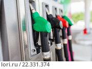 Купить «Бензиновые пистолеты на заправочной станции», фото № 22331374, снято 9 июля 2014 г. (c) Рустам Шигапов / Фотобанк Лори