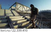 Купить «Пешеходный переход в Олимпийском парке», видеоролик № 22339410, снято 25 марта 2016 г. (c) Потийко Сергей / Фотобанк Лори