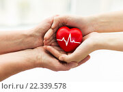 Купить «man hand giving red heart to woman», фото № 22339578, снято 10 июля 2015 г. (c) Syda Productions / Фотобанк Лори