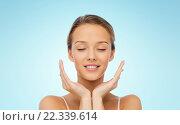 Купить «smiling young woman face and hands», фото № 22339614, снято 31 октября 2015 г. (c) Syda Productions / Фотобанк Лори