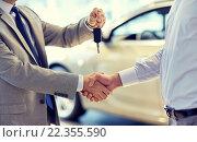 Купить «close up of handshake in auto show or salon», фото № 22355590, снято 22 января 2015 г. (c) Syda Productions / Фотобанк Лори