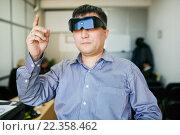 Мужчина в 3d очках. Стоковое фото, фотограф Евгений Майнагашев / Фотобанк Лори