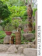 Питьевая вода в фонтане в парке, лето, тени деревьев. Стоковое фото, фотограф Иманова Ирина / Фотобанк Лори