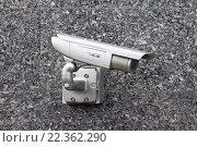 Камера наружного видеонаблюдения на гранитной стене здания, эксклюзивное фото № 22362290, снято 5 марта 2016 г. (c) Константин Косов / Фотобанк Лори