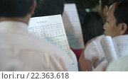 Gospel church choir singing peaceful songs at Easter mass (2016 год). Редакционное видео, видеограф Александр Подшивалов / Фотобанк Лори