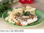 Купить «Мясо индейки, запечённое под соусом из йогурта с зеленью», фото № 22363650, снято 24 марта 2016 г. (c) Александр Курлович / Фотобанк Лори