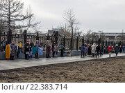 Купить «Уличная торговля вещами около метро ВДНХ в Москве», фото № 22383714, снято 28 марта 2016 г. (c) Татьяна Васильева / Фотобанк Лори