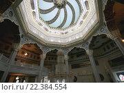 Купить «Интерьер московской соборной мечети», фото № 22384554, снято 28 марта 2016 г. (c) Владимир Журавлев / Фотобанк Лори