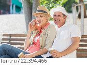 Купить «Couple looking away while sitting on bench», фото № 22394466, снято 11 декабря 2015 г. (c) Wavebreak Media / Фотобанк Лори