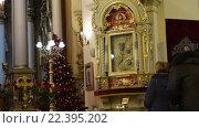 Купить «Служба в соборе Львова», видеоролик № 22395202, снято 6 февраля 2016 г. (c) Валерий Гусак / Фотобанк Лори