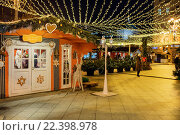 Tverskaya street, Decoration and illumination for New Year and Christmas holidays at night, Moscow, Russia (2016 год). Редакционное фото, фотограф Ivan Vdovin / age Fotostock / Фотобанк Лори