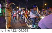 Купить «Traffic Cop is vorking place in Vietnam», видеоролик № 22406058, снято 6 марта 2016 г. (c) Александр Подшивалов / Фотобанк Лори