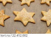 Купить «Готовое сырное печенье на бумаге для выпечки», эксклюзивное фото № 22412002, снято 24 декабря 2013 г. (c) Dmitry29 / Фотобанк Лори