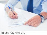 Купить «man signing a contract», фото № 22440210, снято 9 июня 2013 г. (c) Syda Productions / Фотобанк Лори