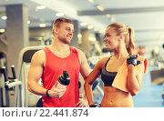 Купить «smiling man and woman talking in gym», фото № 22441874, снято 19 апреля 2015 г. (c) Syda Productions / Фотобанк Лори