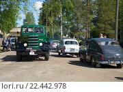 Купить «Участники парада ретроавтомобилей на улице городка Керимяки. Финляндия», фото № 22442978, снято 6 июня 2015 г. (c) Виктор Карасев / Фотобанк Лори
