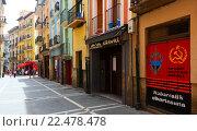 Old street in historic part of Pamplona. Navarre (2015 год). Редакционное фото, фотограф Яков Филимонов / Фотобанк Лори