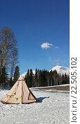Купить «Палатка на снегу в горах Красной Поляны», фото № 22505102, снято 1 апреля 2016 г. (c) DiS / Фотобанк Лори