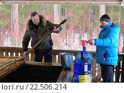 Купить «Паломники-посетители монастыря Никандрова пустынь набирают целебную воду из источника», фото № 22506214, снято 5 марта 2016 г. (c) Максим Мицун / Фотобанк Лори