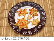 Купить «Красная икра на сырном печенье», эксклюзивное фото № 22516166, снято 30 декабря 2014 г. (c) Dmitry29 / Фотобанк Лори