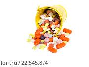 Купить «Много разных таблеток высыпались из желтого ведра», фото № 22545874, снято 10 апреля 2016 г. (c) Наталья Осипова / Фотобанк Лори