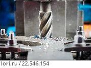 Купить «industrial metalworking cutting process by milling cutter», фото № 22546154, снято 1 марта 2016 г. (c) Дмитрий Калиновский / Фотобанк Лори