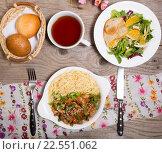 Купить «Ланч на столе», фото № 22551062, снято 21 августа 2019 г. (c) Михаил Валеев / Фотобанк Лори