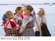 Девочки встречают Поморский Новый год (2013 год). Редакционное фото, фотограф Олег Велигданов / Фотобанк Лори