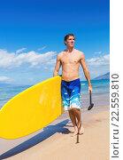 Купить «Man with Stand Up Paddle Board, SUP, on the beach in Hawaii», фото № 22559810, снято 22 января 2019 г. (c) easy Fotostock / Фотобанк Лори