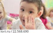 Купить «Дети в детском саду», видеоролик № 22568690, снято 7 апреля 2016 г. (c) Алексндр Сидоренко / Фотобанк Лори