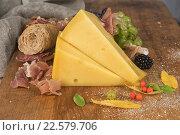 Купить «Виноград, сыр и бекон на столе», фото № 22579706, снято 28 августа 2015 г. (c) Jan Jack Russo Media / Фотобанк Лори