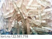 Купить «Природные кристаллы кварца в форме льда», фото № 22581718, снято 23 ноября 2015 г. (c) Стивен Жингель / Фотобанк Лори