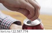 Купить «hand opening lemonade or soda drink can», видеоролик № 22587774, снято 2 апреля 2016 г. (c) Syda Productions / Фотобанк Лори