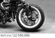 Купить «Колеса мотоцикла крупным планом», фото № 22590086, снято 5 января 2016 г. (c) Chere / Фотобанк Лори