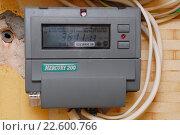 Купить «Однофазный двухтарифный электросчетчик», фото № 22600766, снято 9 октября 2012 г. (c) Андрей Забродин / Фотобанк Лори