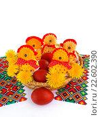 Купить «Корзинка с пасхальными цыплятами и крашеными яйцами», эксклюзивное фото № 22602390, снято 19 апреля 2015 г. (c) Blekcat / Фотобанк Лори