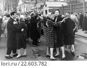 Купить «Город Москва. Празднование Первомая», эксклюзивное фото № 22603782, снято 1 мая 1960 г. (c) Зобков Георгий / Фотобанк Лори