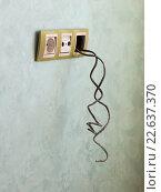 Электрические розетки и провода. Стоковое фото, фотограф Ekaterina Andreeva / Фотобанк Лори
