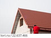 Купить «Кровельные работы на строительстве частного дома», фото № 22637466, снято 19 июля 2006 г. (c) Myroslav Kuchynskyi / Фотобанк Лори