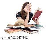 Купить «Девушка увлеченно читает книгу на белом фоне», фото № 22647202, снято 28 марта 2016 г. (c) Александр Лычагин / Фотобанк Лори