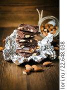 Купить «Кусочки шоколада с миндалем», фото № 22648038, снято 24 января 2016 г. (c) Олеся Решетникова / Фотобанк Лори